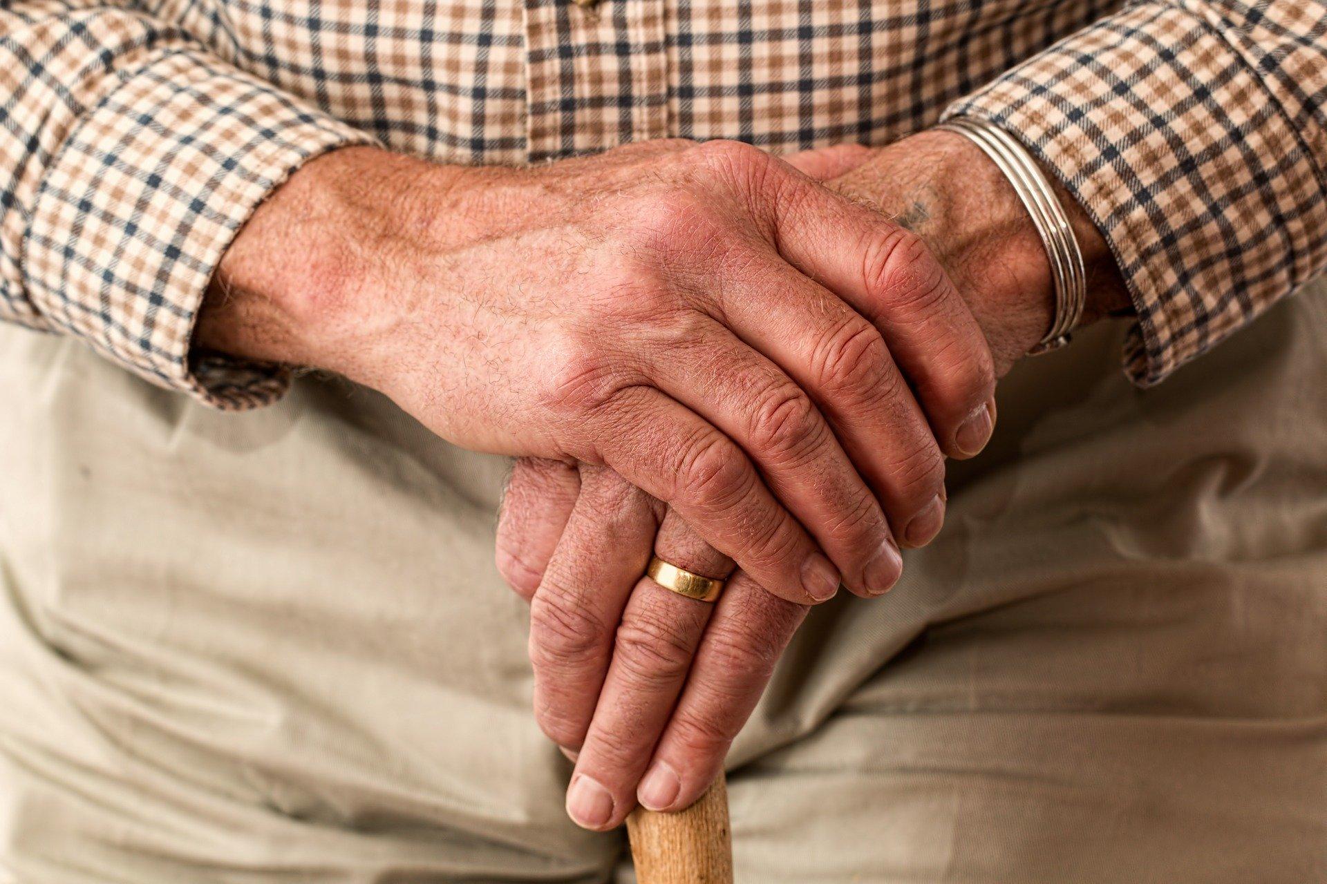 Un Juzgado de lo Contencioso Administrativo de Las Palmas autoriza a obligar a un anciano a hacerse el test de la COVID-19