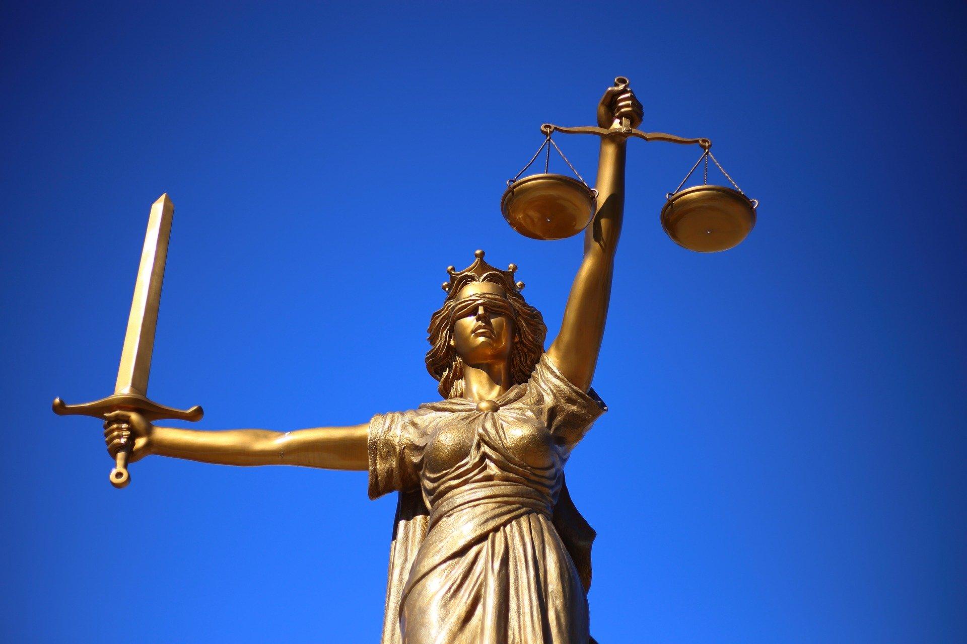 El Juzgado de lo Penal número 1 de La Coruña: «En materia de limitación de derechos, más cuando se trata de derechos fundamentales, hay que considerar que lo que no está expresamente prohibido, está permitido»