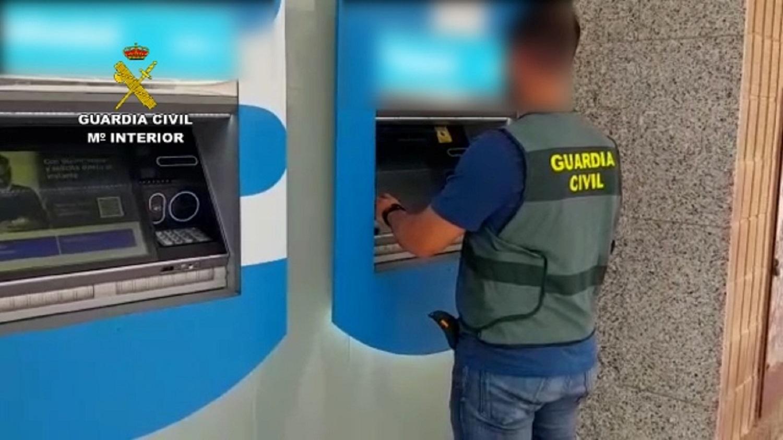 Cinco detenidos por utilizar el método del «scalping» o «siembra» para estafar más de 60.000 euros en cajeros a personas mayores