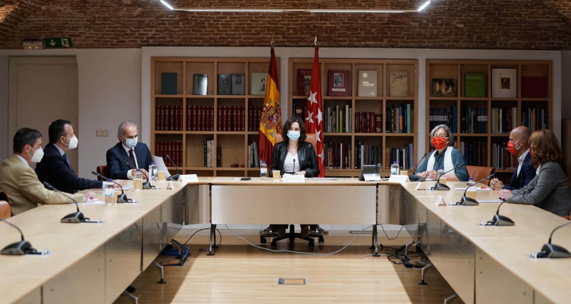 La Comunidad de Madrid presentará hoy viernes un recurso acompañado de medidas cautelarísimas contra la Resolución del Ministerio de Sanidad que obliga cerrar Madrid