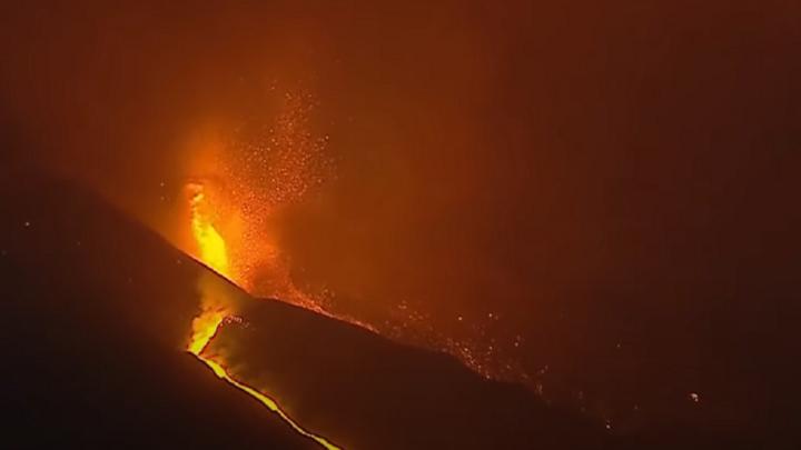 La Palma: «Un río de lava fluida se dirige hacia el mar»